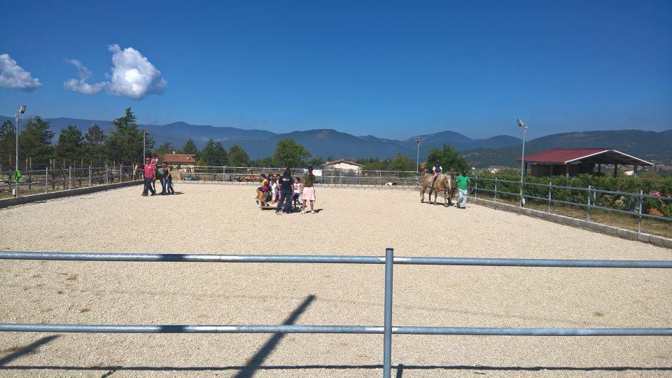 Giardino estivo - equitazione di gruppo
